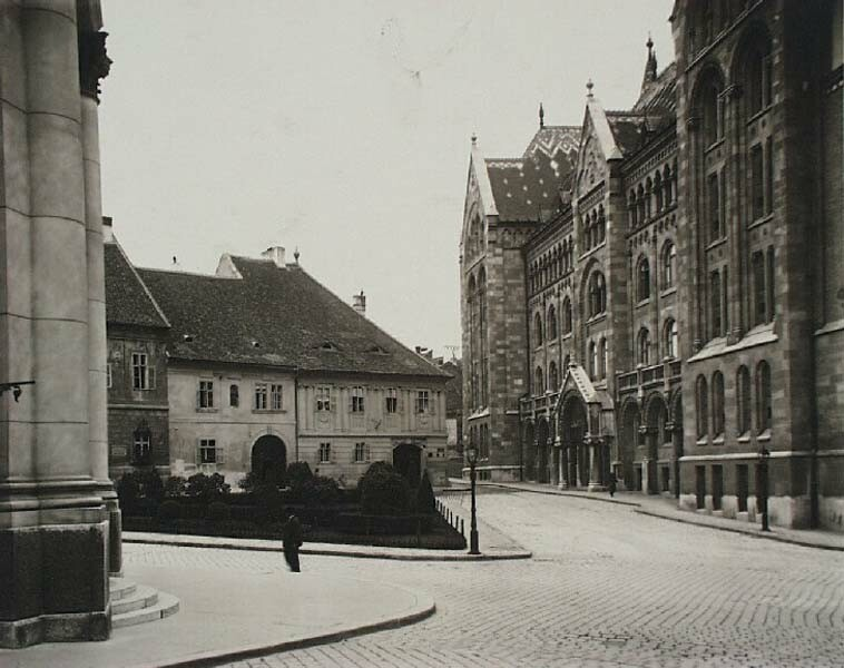 The Bécsi Gates square with the building of the National Archives on the right, 1920s