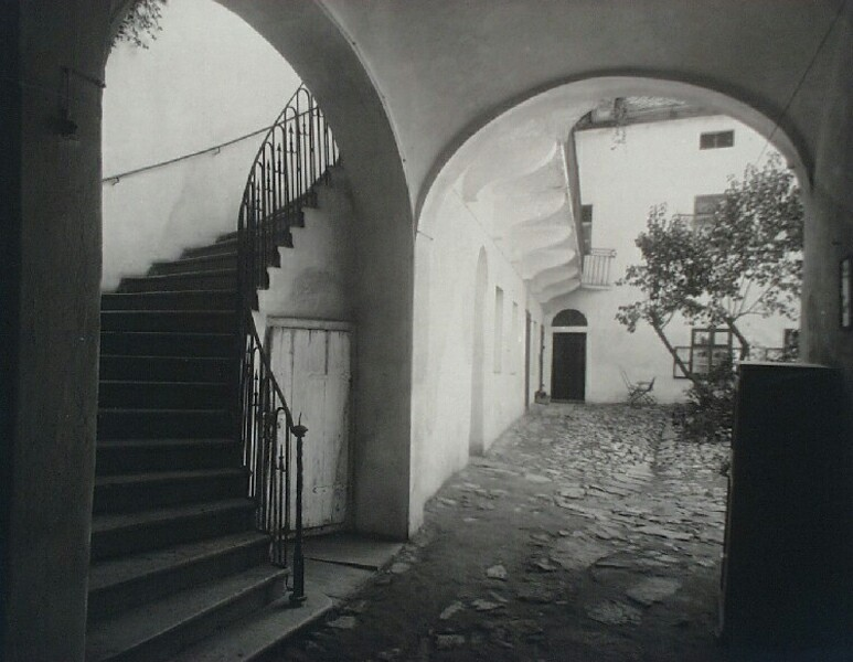 The courtyard of No. 8 Bécsi Gates square, 1920s