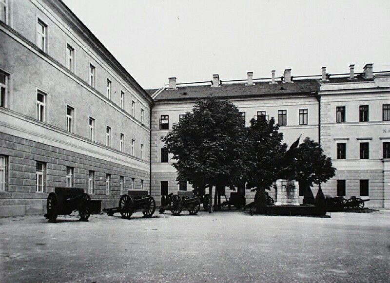 The building of the War Museum, around 1940