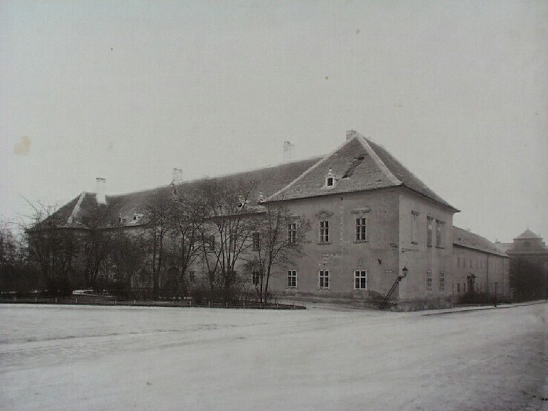 The building of the Weapon storehouse (Zeughaus) in Szent György square, 1890s