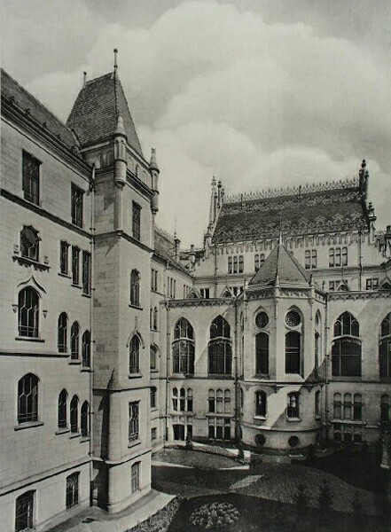 The ceremonial courtyard of the Ministry of Finance, 1910s