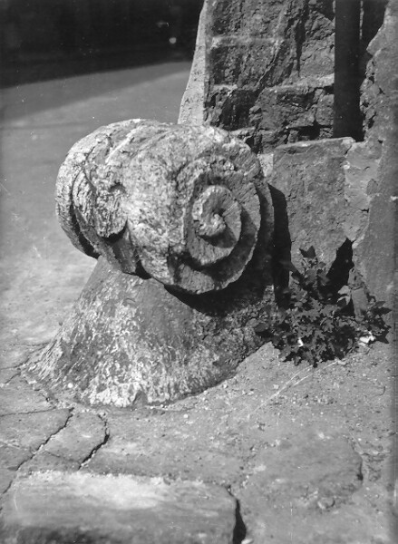 No. 1 Táncsics Mihály street, Baroque wheel on the corner of Ibolya street, 1955