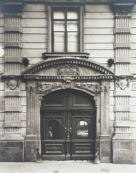 Entrance of No. 1 Tárnok street, 1910s