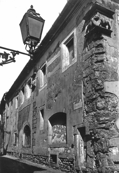 No. 13 Úri street, side facade looking onto Anna street, 1964