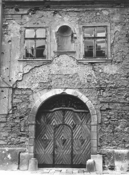 No. 45 Úri street, the northern side of the main facade before research, 1960
