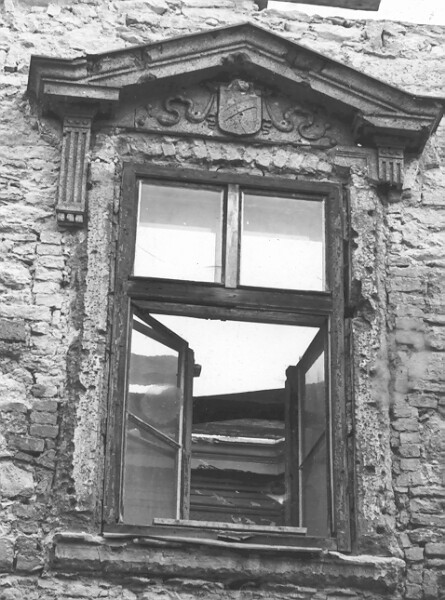The window of No. 52 Úri street on the facade on the side of Bastion promenade, 1960