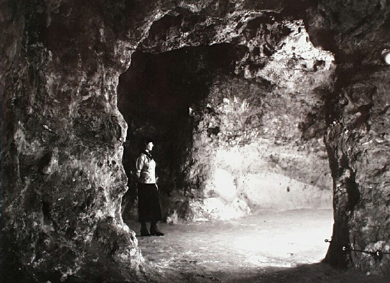 Cave cellars in the Castle under the Ruszwurm confectioner's, 1936