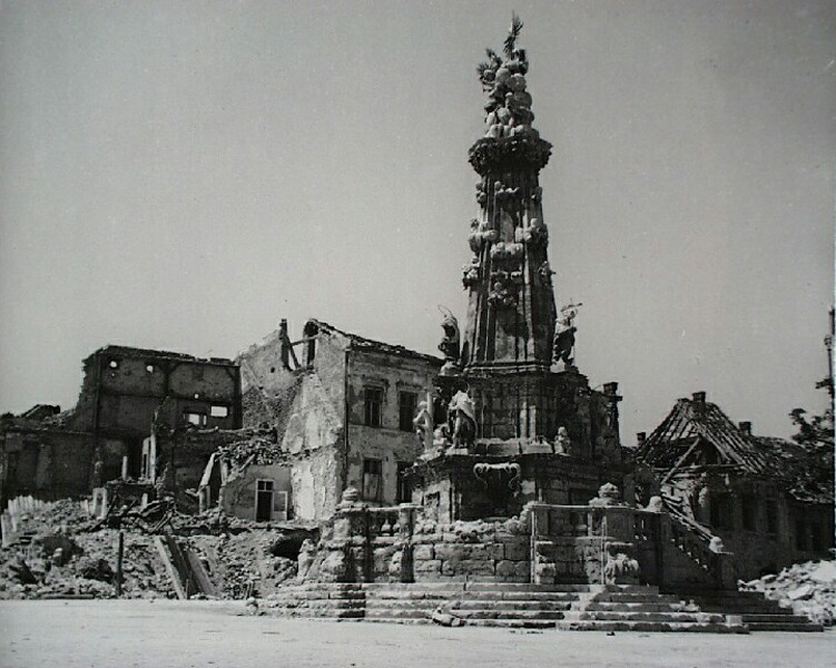 The Holy Trinity square in ruins, 1945