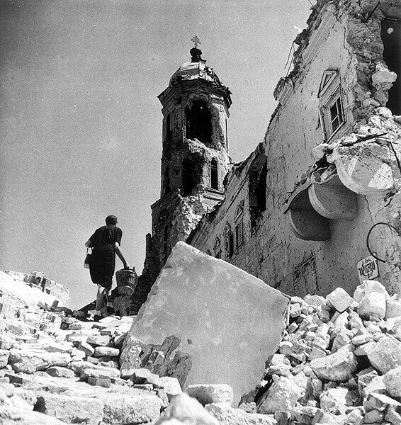 Kapisztrán square in ruins with the Magdolna tower in spring 1945