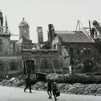 No. 7 Bécsi Gates square in ruins, 1945