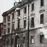 No. 3 Dísz square in ruins, 1945