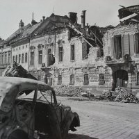 No. 4-5 Dísz square in ruins, 1945