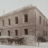 The demolition of No. 2 Fortuna street, around 1901