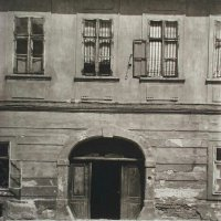 The entrance of No. 5 Fortuna street, 1920s