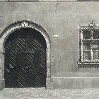 The entrance of No. 7 Fortuna street, 1920s