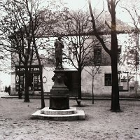 Hess András (Pázmány) square with the Hébe well, around 1930