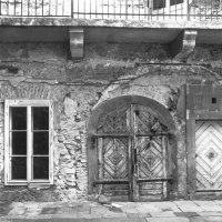 No. 19 Úri street, detail of the western facade of the courtyard with the excavated medieval gate arch, 1957