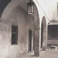 The courtyard of No. 38 Úri street with arches, 1920s