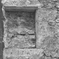 No. 70 Úri street, medieval window frame