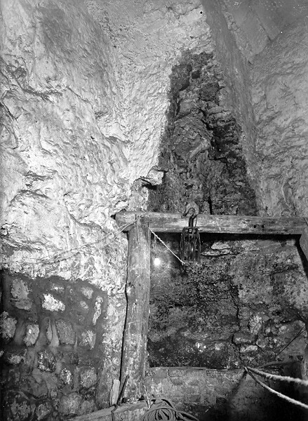 Well excavated in the cellars of No. 10 Dísz square, 1954