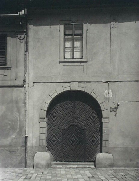 Entrance of No. 17 Fortuna street, 1920s