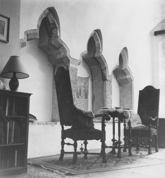 No. 5 Tárnok street, restored medieval sitting niches in the flat south from the gateway, 1958